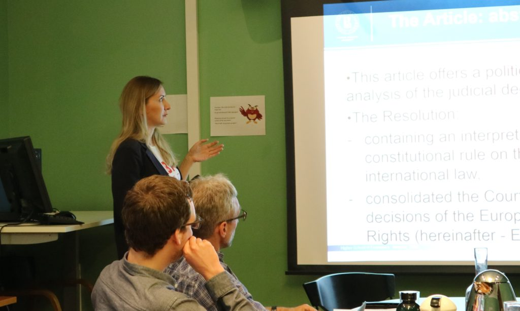 Visiting PhD student Olga Komshukove presenting during paper seminar in June 2019.